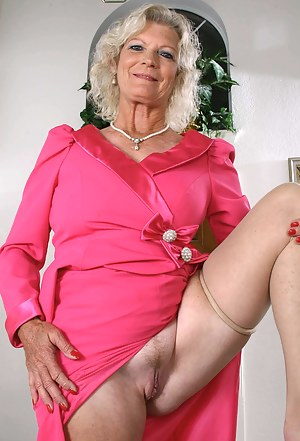 Free Moms Upskirt Porn Pictures