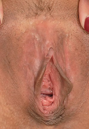 Free Moms Open Pussy Porn Pictures