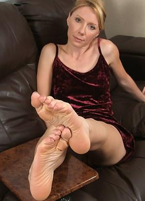 Mature mom foot porn