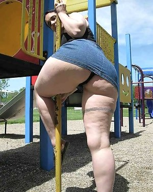 Free Big Booty Moms Porn Pictures