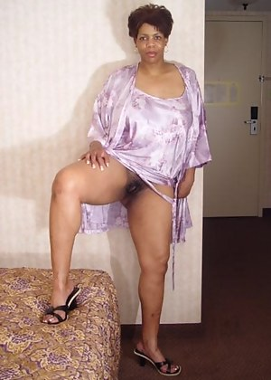 Free Ebony Moms Porn Pictures