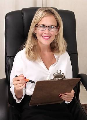 Free Office Moms Porn Pictures