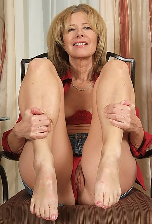 Free Moms Legs Porn Pictures