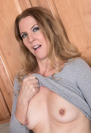 Free Small Tits Moms Porn Pictures