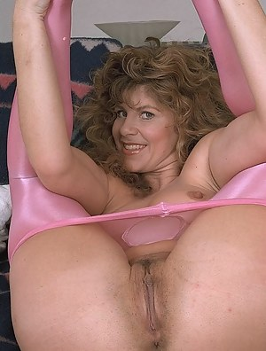 Free Moms Pussy Porn Pictures